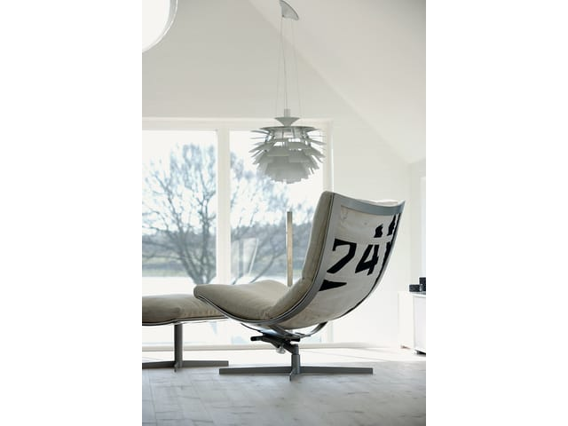 Spinnaker with footstool